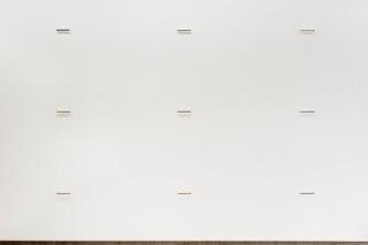 Flyt; Stav installasjon av 132 folierte stål staver à 1,6x14cm , skrudd i den 35m lange veggen